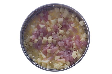 Potatis samt kyckling i perforerade insatsen