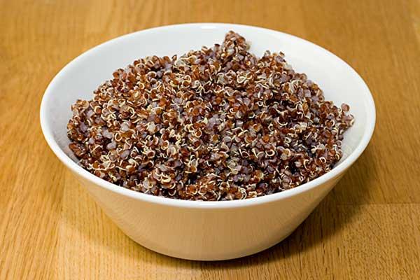 Röd quinoa i tryckkokare